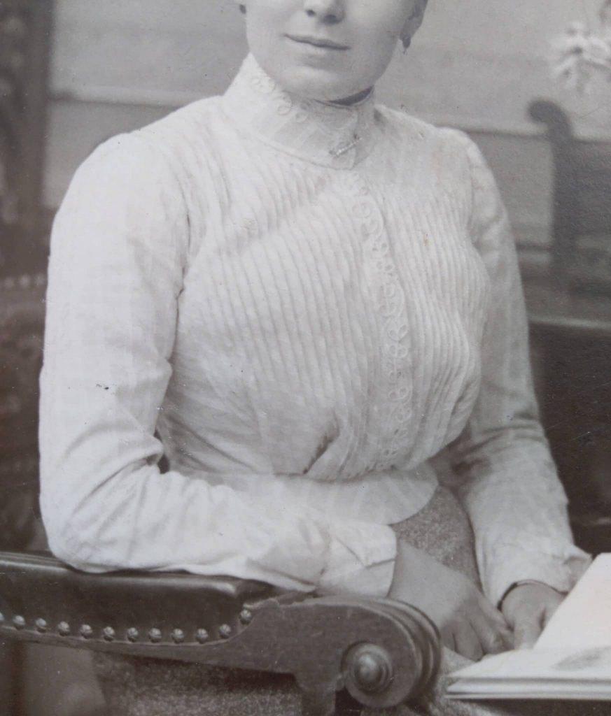 detale bluzki z lat 1910.
