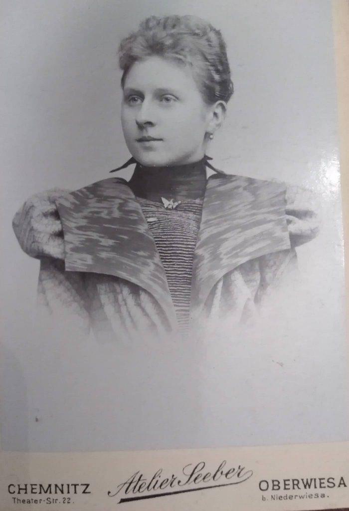 zdjęcie kobiety z przełomu XIX i XX wieku