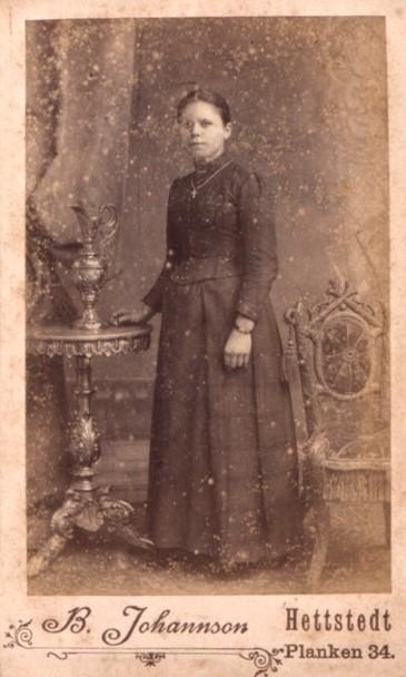 fotografia kobiety z przełomu lat 1880/1890