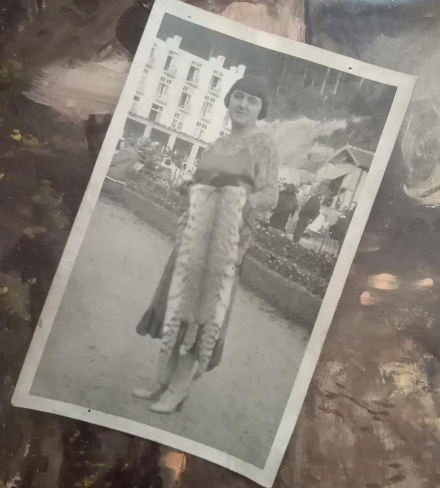 Żagiestów Zdrój - kobieta z ocelotem