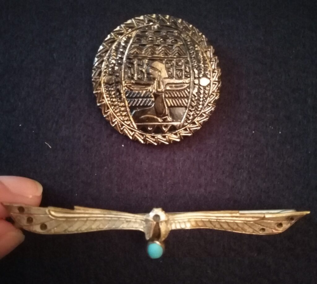 Moje broszki Art Deco w stylu egipskim
